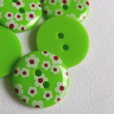 Groene polyester knoop met witte bloem van 1,8 cm