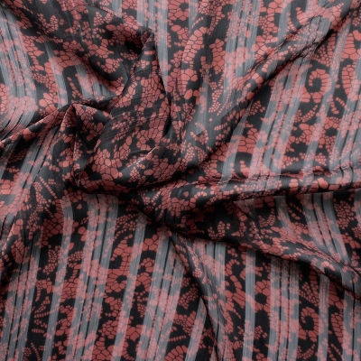 Polyester veil fabric printed with black en burgundy patterns