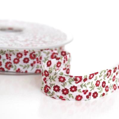 Biais à fleurs rouge et vert sur fond blanc