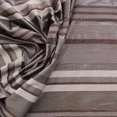 Tissu vestimentaire à rayures