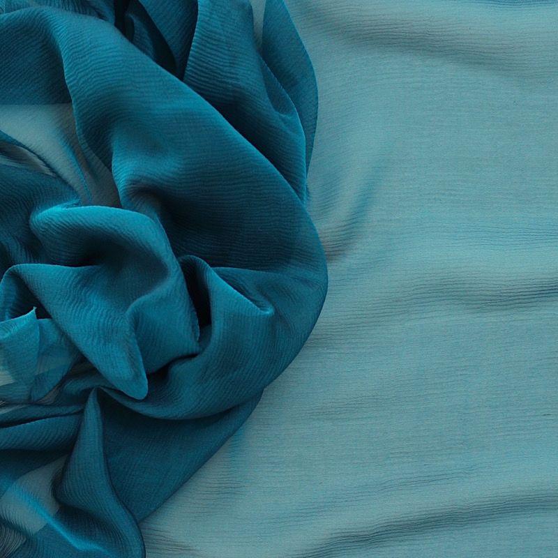 Mousseline crêponnée changeante bleu pétrol