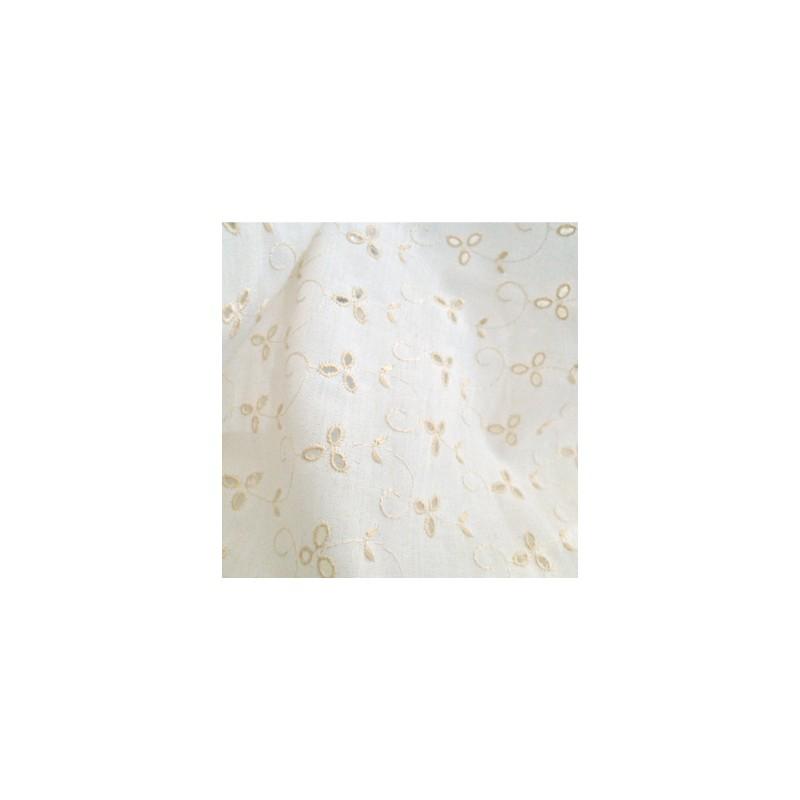 Roomkleurig engels borduursel met wit achtergrond