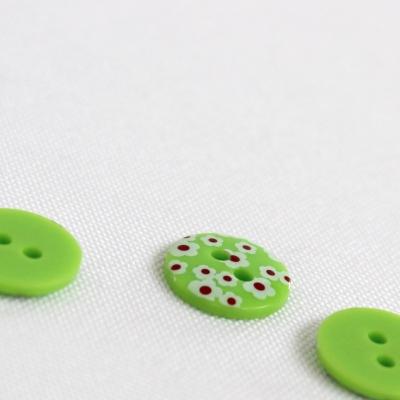 Bouton vert à fleurs blanches 13mm