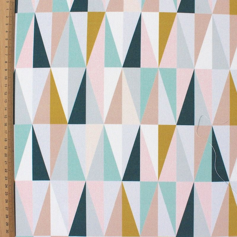Tissu d'ameublement imprimé triangles scandinave pastel