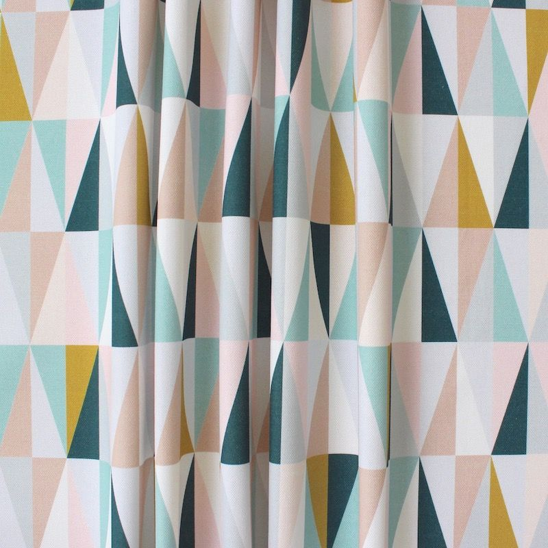 Tissu d 39 ameublement imprim triangles multicolores for Ameublement scandinave