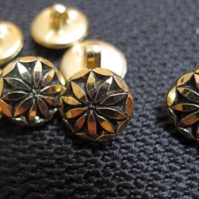 Bouton en aspect métal
