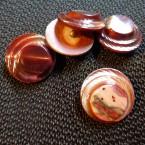 Bouton vintage en résine rouge