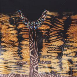 Vloeistof stretch jersey met vintage motieven, panelen van 95 cm / 150 cmstof blauw met beige patronen
