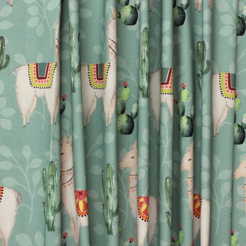 tissu d 39 ameublement imprim alpaga et cactus sur fond. Black Bedroom Furniture Sets. Home Design Ideas