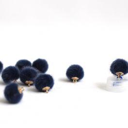 Mini bouton en fourrure bleu