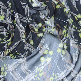 Polyester veil met witte stippen op zwarte achtergrond