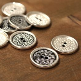 Button with metal aspect - silver