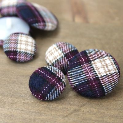 Bouton recouvert de tissu écossais