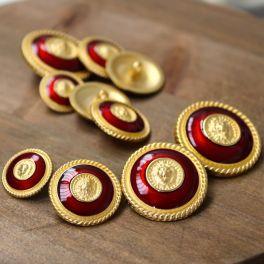 Boutons en métal doré et rouge carmin