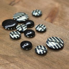 Striped resin button - black and white
