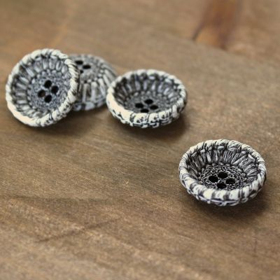 Resin button 21mm - black and white