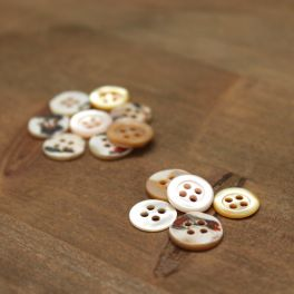 Resin button pearly effect - yellow-orange