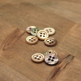 Resin button pearly effect - beige