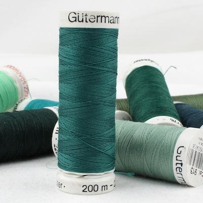 Fil à coudre vert Gütermann 916