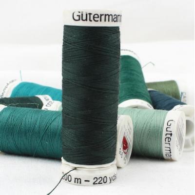 Fil à coudre vert Gütermann 707
