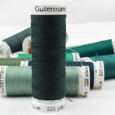 Green sewing thread Gütermann 472
