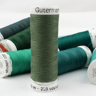 Fil à coudre vert Gütermann 920