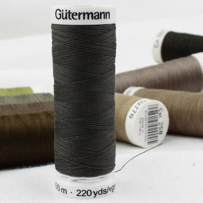 Green sewing thread Gütermann 861