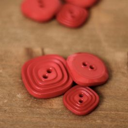 Square resin button - red