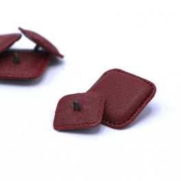 Square resin button with leather effect - burgondy