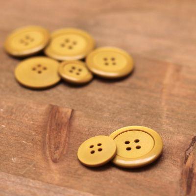 Bouton en résine moutarde