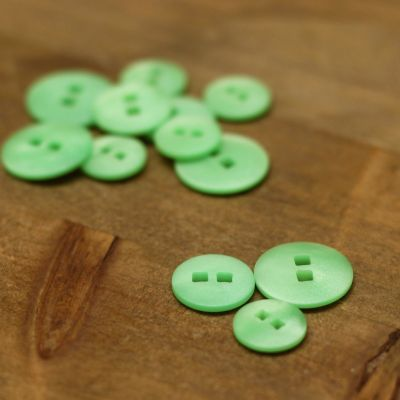 Resin button - green