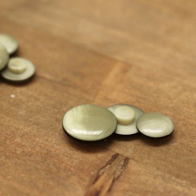 Fantasy resin button - marbled khaki