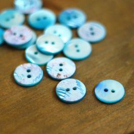 Round and thin button - pearly bluish