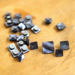 Square resin button with pearly aspect - Slate blue