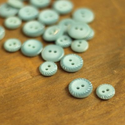 Fantasy resin button - frost blue