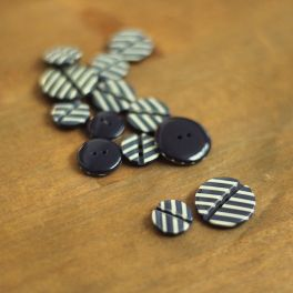 Bicolor resin button