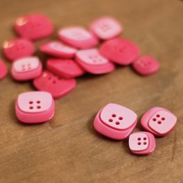 Square resin button - pink