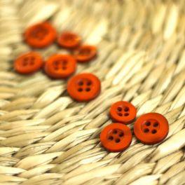 Bouton en résine orange brûlée