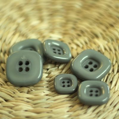 Square resin button - grey