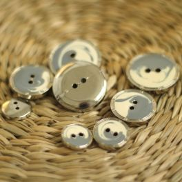 Button with silver metal aspect - burgondy