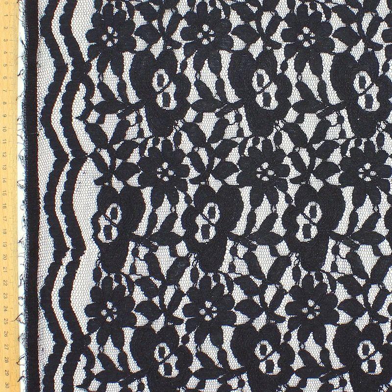 Tissu vestimentaire en dentelle noire