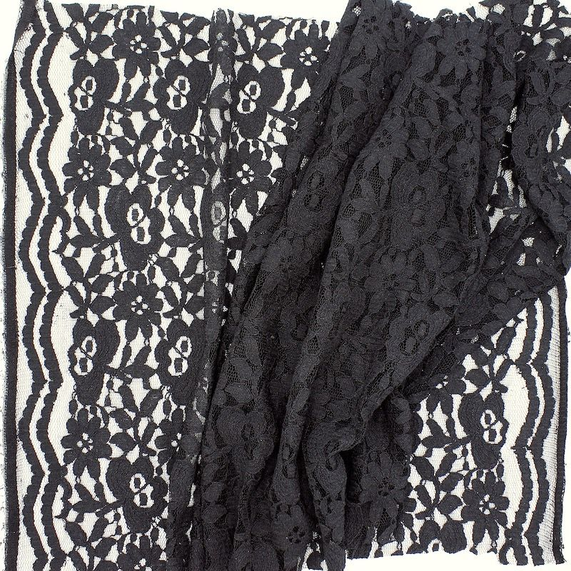 Apparel fabric in lace - black