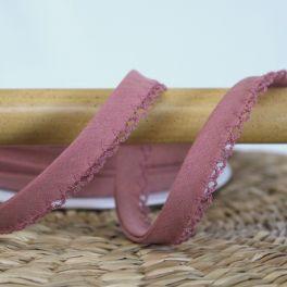 Finishing bias binding with lace - rosewood
