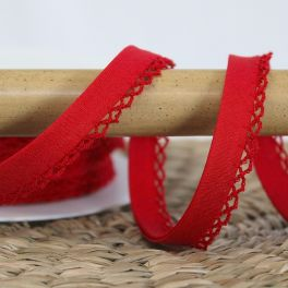 Finishing bias binding with lace - red