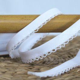 Finishing bias binding with lace - white