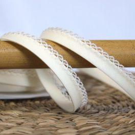 Finishing bias binding with lace - cream