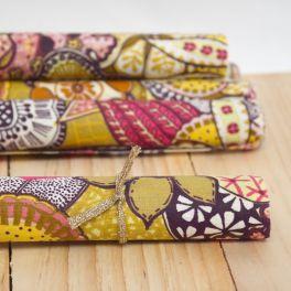Tissu en coton enduit à motif floral