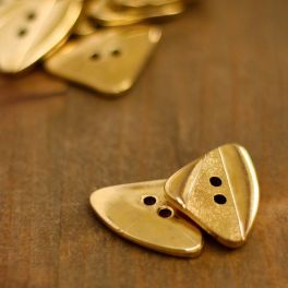 Triangle button with metal aspect - gold