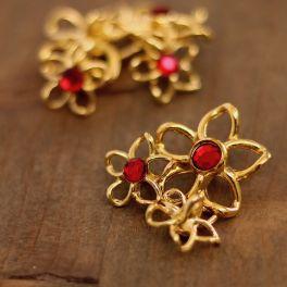 Boutons en métal doré et rouge rubis