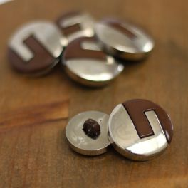 Button with silver metal  and brown aspect